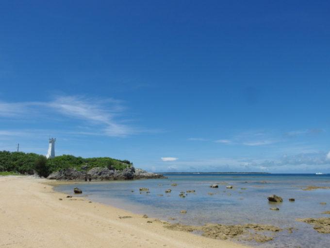 フサキビーチを歩き琉球観音崎灯台へ