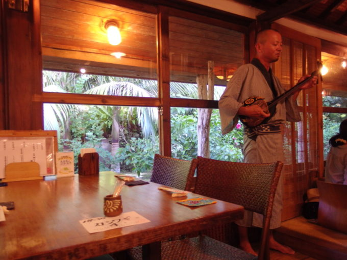 石垣島八重山郷土料理舟蔵の里三線と八重山舞踊のライブ