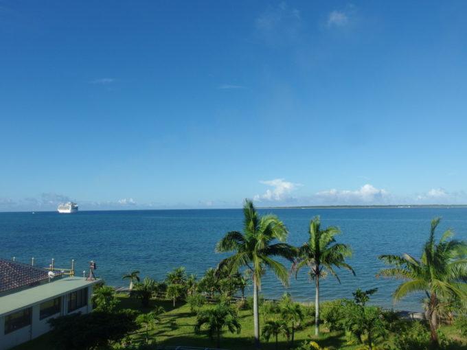 石垣島ビーチホテルサンシャイン客室から望む晴れ渡る八重山の青い海