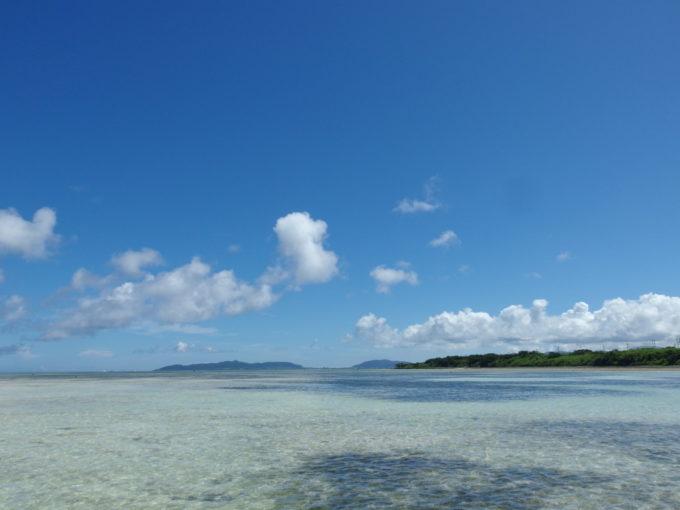 竹富島どこまでも遠浅の海が広がるコンドイビーチ