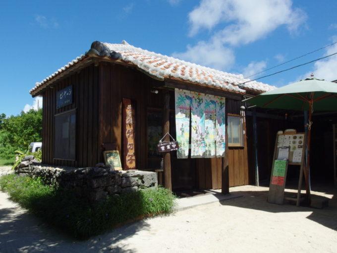 渋い佇まいの竹富島八重山そば竹乃子