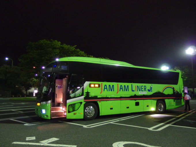 JAMJAMライナーPREMIUM緑色のバス