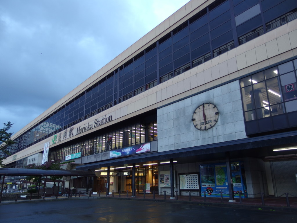 高速夜行バスで到着した早朝の盛岡駅