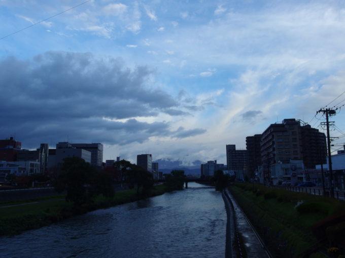 二度泣き橋から望む雨上がりの岩手山