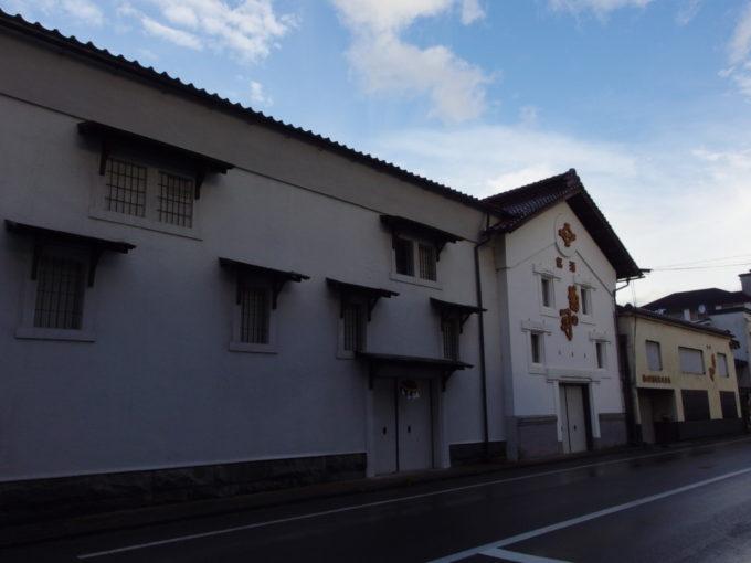 盛岡の市街地に佇む菊の司酒造の土蔵