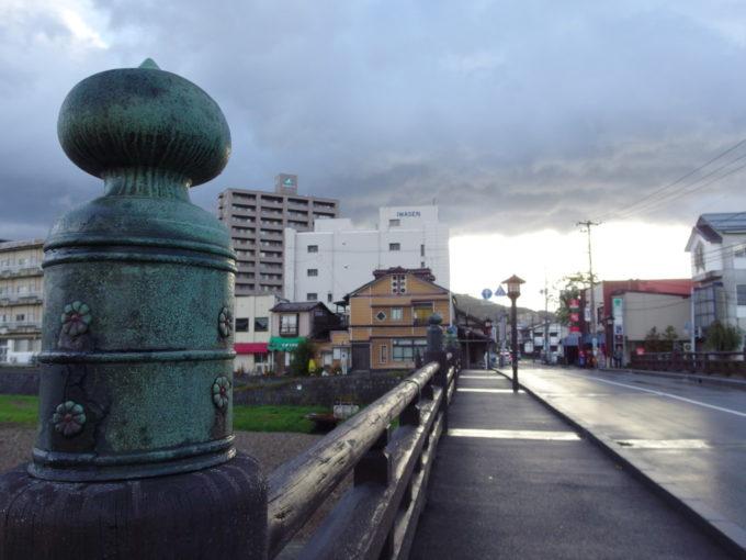 盛岡中津川上の橋に並ぶ擬宝珠