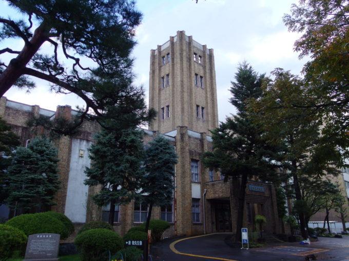 秋色に彩られた盛岡岩手県公会堂