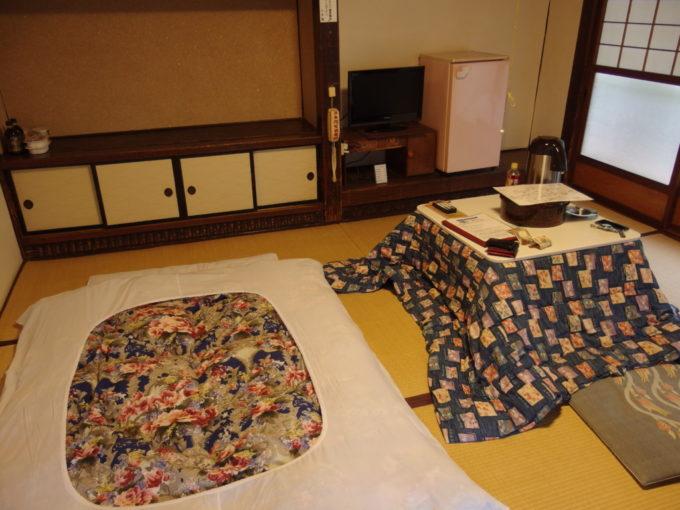 大沢温泉自炊部湯治屋布団を敷いてスタンバイ完了