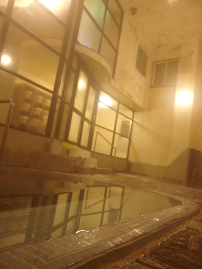 夜の静けさに包まれる大沢温泉自炊部湯治屋薬師の湯