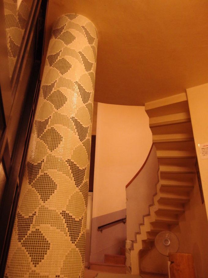 大沢温泉自炊部湯治屋薬師の湯のモザイクタイルが美しい柱