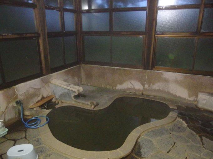 東鳴子温泉郷黒湯高友旅館ひょうたん風呂