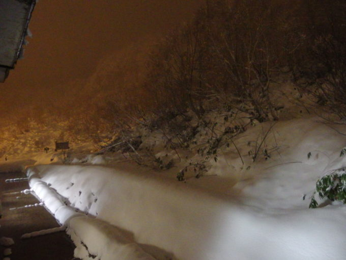 11月下旬というのにこの積雪の酸ヶ湯温泉