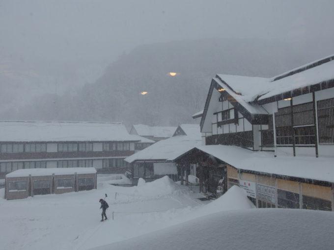 酸ヶ湯温泉旅館朝食会場から眺める雪景色