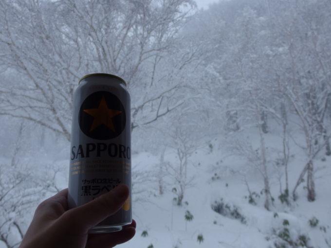 酸ヶ湯温泉八甲田の白さをつまみに湯上がりのビール