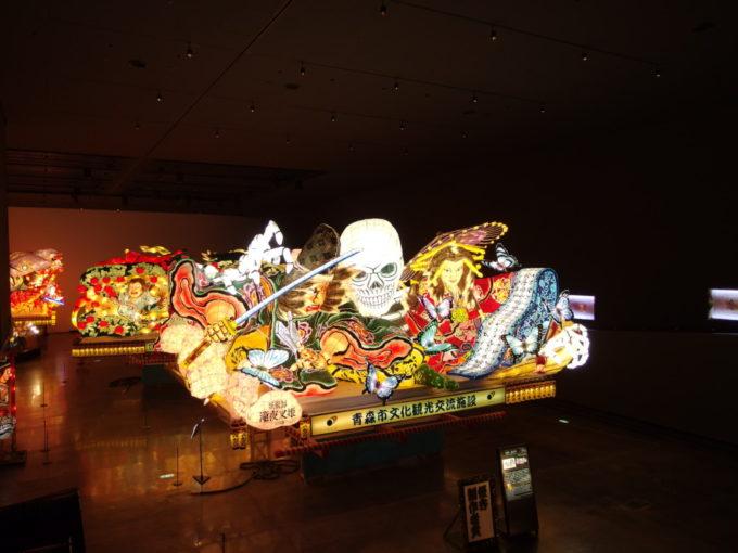 青森駅前ねぶたの家ワ・ラッセスロープから眺めるねぶたの展示場