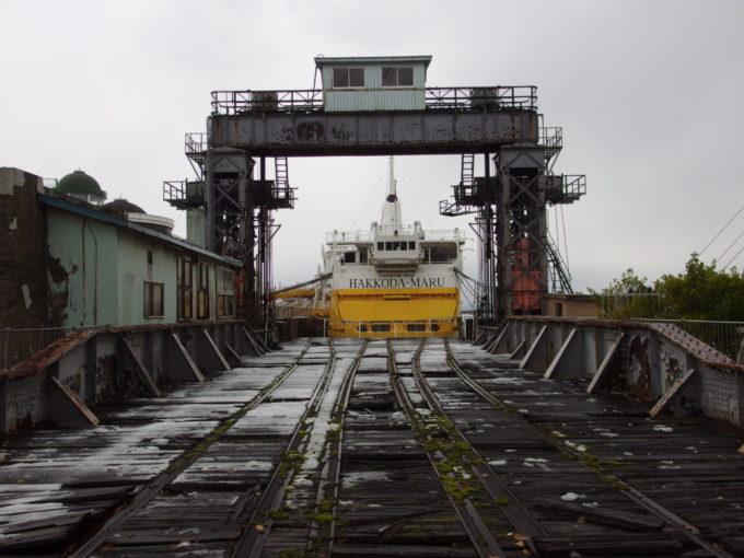 青函連絡船の在りし日この姿を伝える青森港可動橋