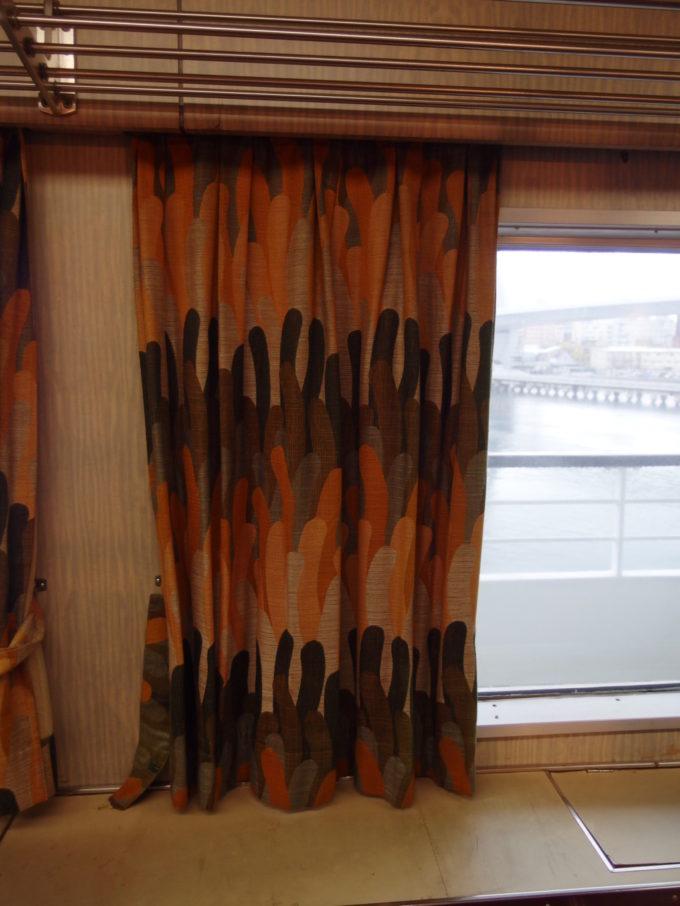 青函連絡船メモリアルシップ八甲田丸グリーン船室に残る昭和レトロなカーテン