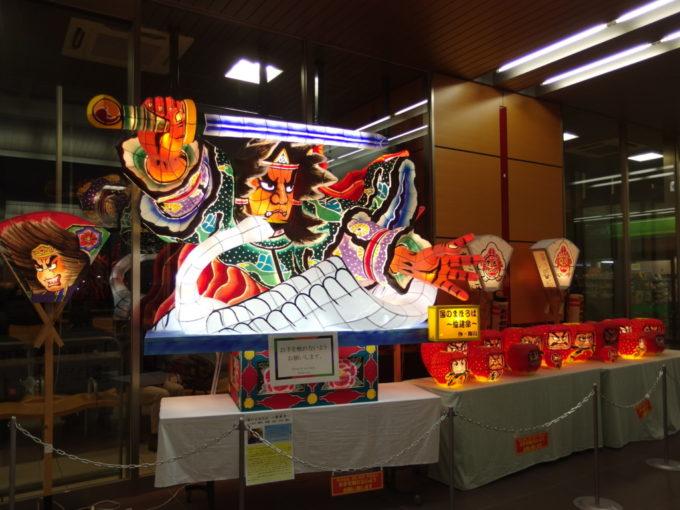 新青森駅新幹線コンコースに展示された美しいねぶた