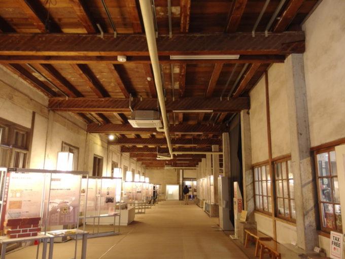富岡製糸場東置繭所1階内部