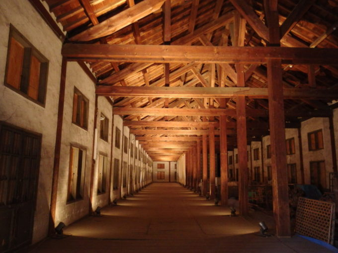 富岡製糸場東置繭所巨大空間が広がる2階