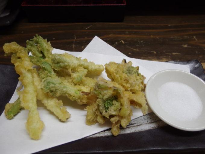 高崎駅前郷土料理居酒屋和ダイニングだんべ。春の山菜の天ぷら
