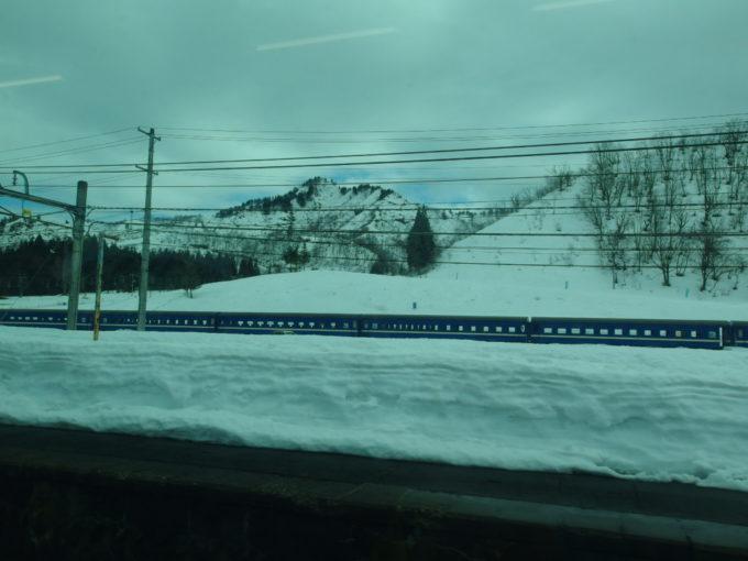 上越線名物越後中里の旧型客車