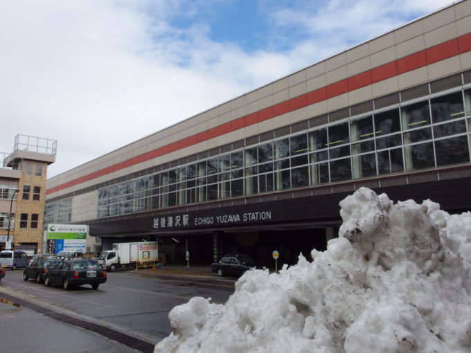 3月頭雪まだ残る越後湯沢駅
