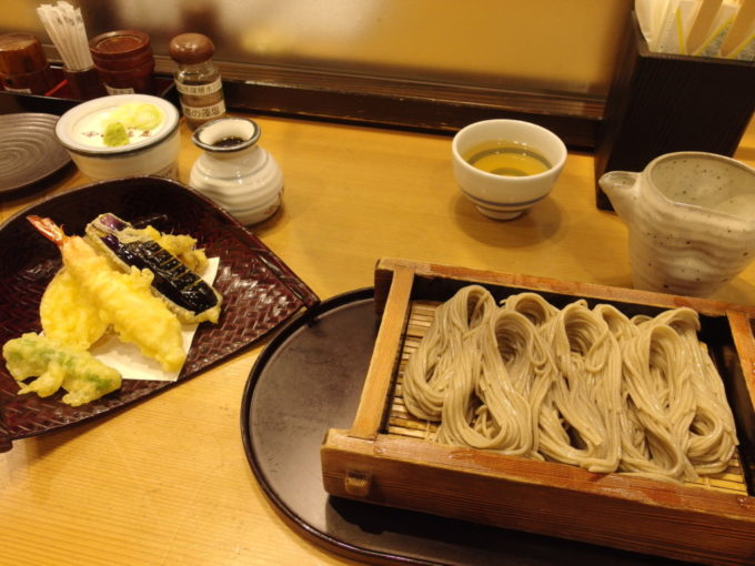 越後湯沢駅がんぎどおり小嶋屋天ぷらへぎそば