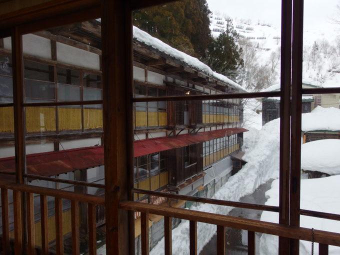 栃尾又温泉自在館本館からの渡り廊下より望む大正棟