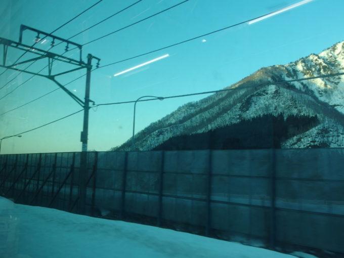 列車は清水トンネルへと向かいまもなく新潟ともお別れ