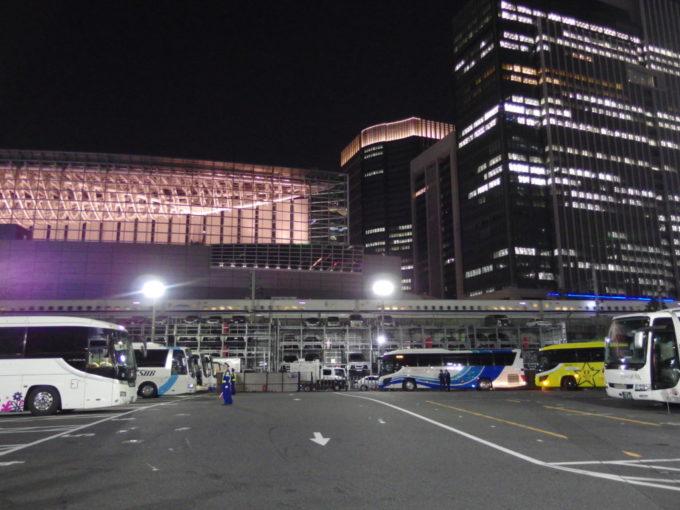 ゴールデンウィーク前夜の東京駅鍛冶橋駐車場ターミナル
