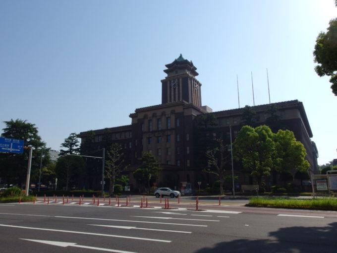 五月晴れの下聳える名古屋市庁舎