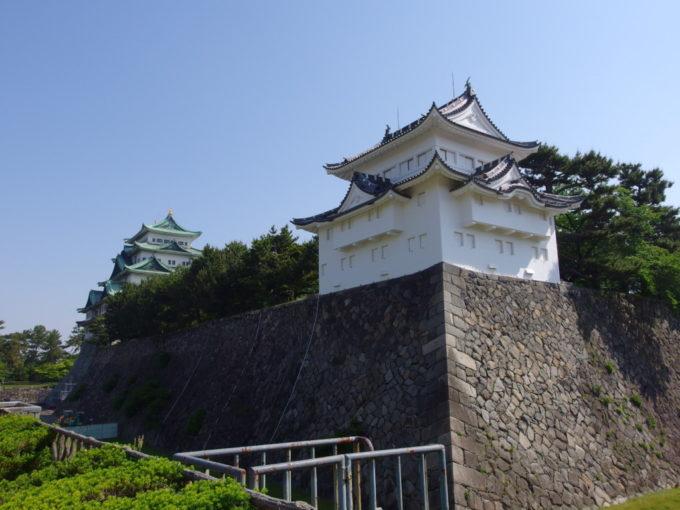 初夏の名古屋城見納めの鉄筋コンクリート造の天守閣と西南隅櫓