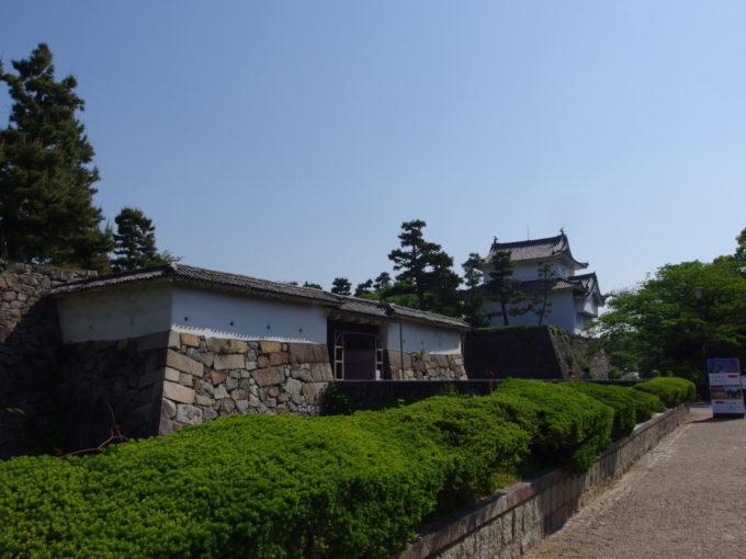 初夏の名古屋城歴史を感じさせる重厚な東南隅櫓と表二之門