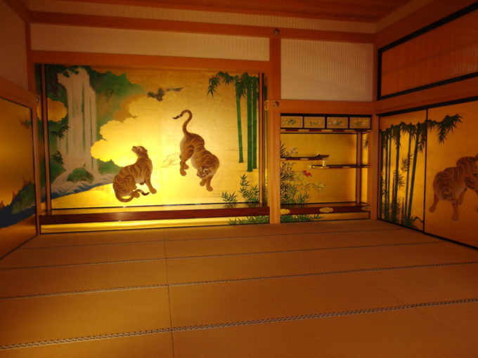 復元された名古屋城本丸御殿虎の躍動感が見事な床の間