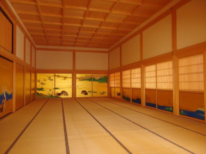 復元された名古屋城本丸御殿白木と金箔が美しい大広間