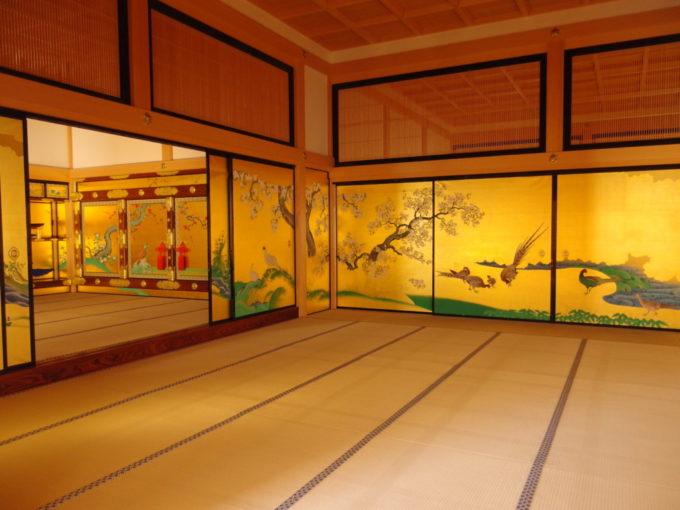 復元された名古屋城本丸御殿花鳥風月様々な表情を見せる襖絵