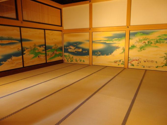 復元された名古屋城本丸御殿古を思わせる穏やかな風俗画