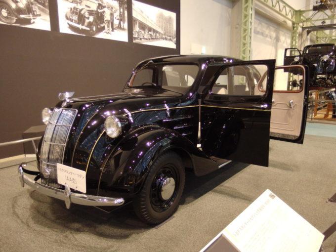 トヨタ産業技術記念館に展示されるトヨダスタンダードセダンAA型