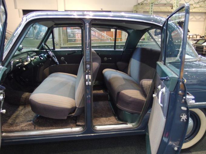 トヨタ産業技術記念館初代トヨペット・クラウンの特徴である観音開きのドア