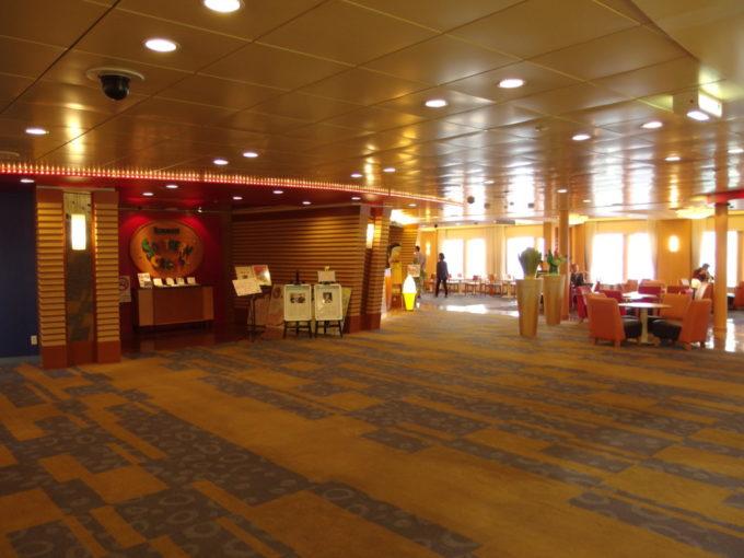 太平洋フェリーきそ豪華で広々としたパブリックスペース
