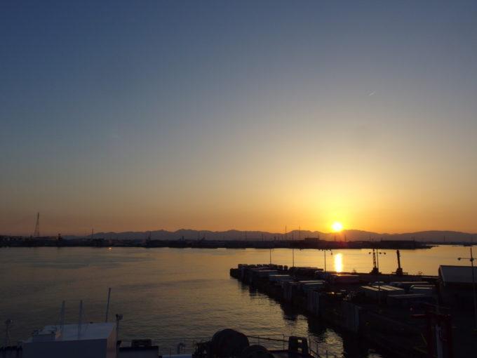 太平洋フェリーきそデッキから望む名古屋港の夕日