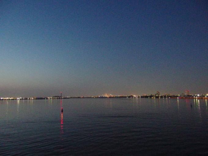太平洋フェリーきそから望む夕景の名古屋の街