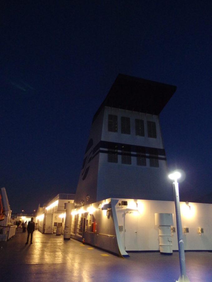 太平洋フェリーきそ名古屋港を出港し夜空の下海原へと舵を切る