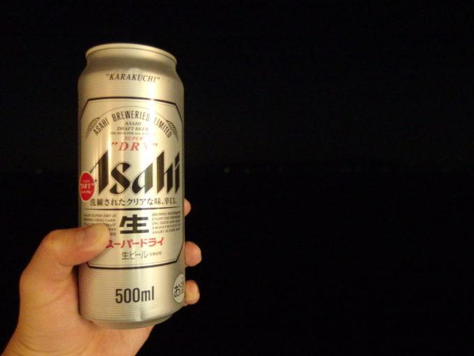 太平洋フェリーきそ夜の遊歩甲板で沿岸の灯りつまみに冷たいビール