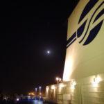 月夜に輝く太平洋フェリーきそのファンネル