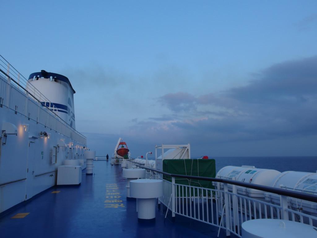太平洋フェリーきそ日の出前の夜明けの空