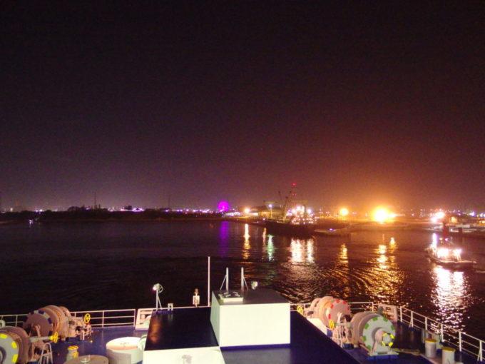 役目を終え岸壁へと帰る仙台港のタグボート