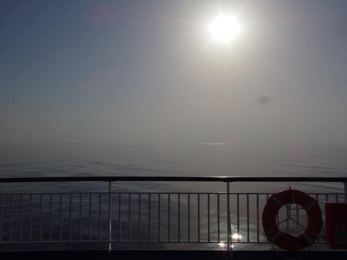 太陽輝く凪の海