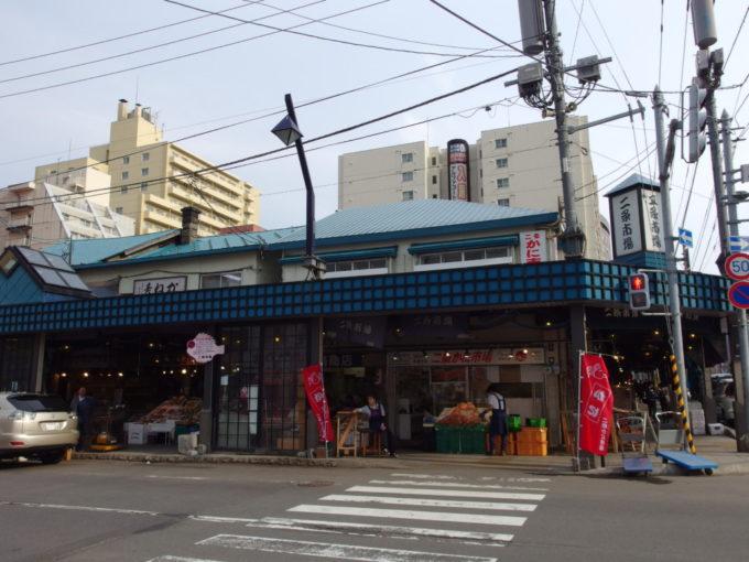 人で賑わう札幌二条市場